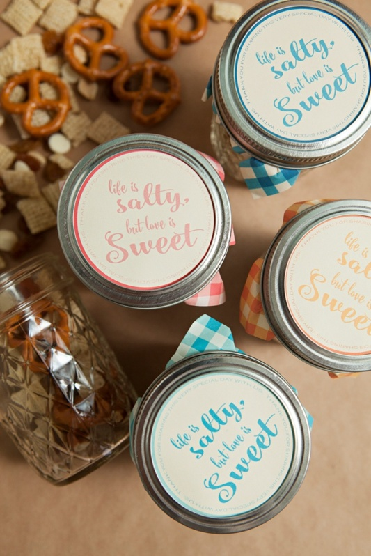 DIY-mason-jar-trail-mix-favors_0003