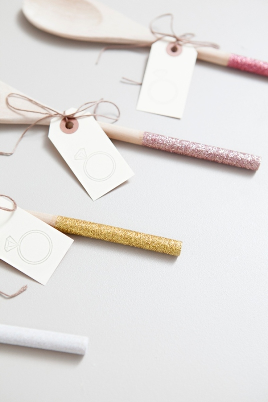ST_DIY_glam_glittered_wooden_spoon_wedding_favors_0010