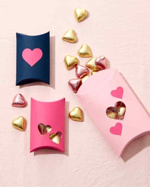valentines-heart-wreath-4729-d112853_vert (1)