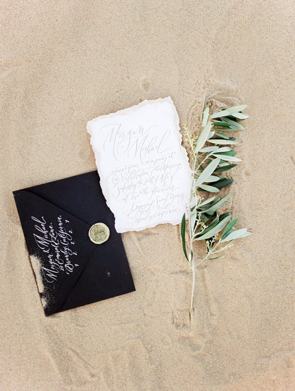 real-sand-dunes-elopement-with-a-black-wedding-gown-03-600x794