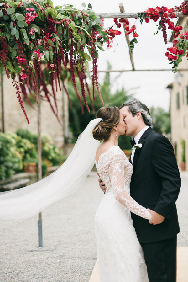 romantic-black-tie-wedding-in-tuscany-41-600x899
