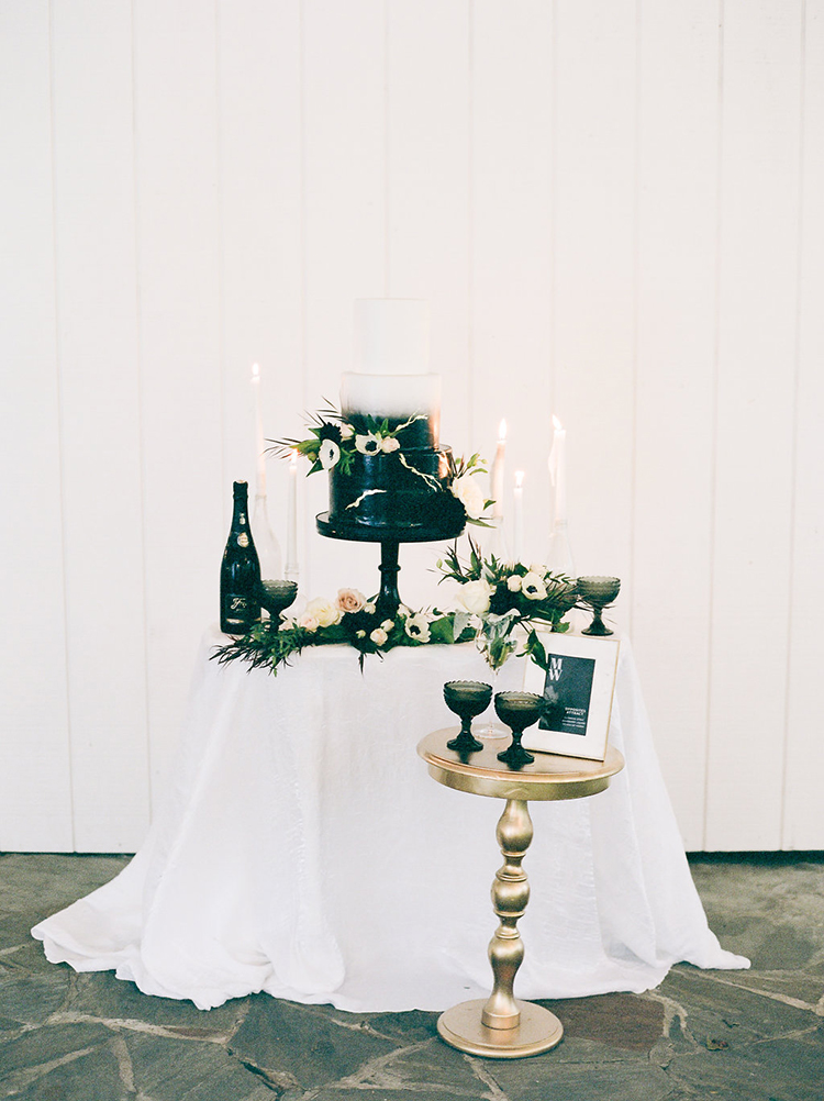 solar-eclipse-inspired-wedding-ideas-with-a-black-cake-61