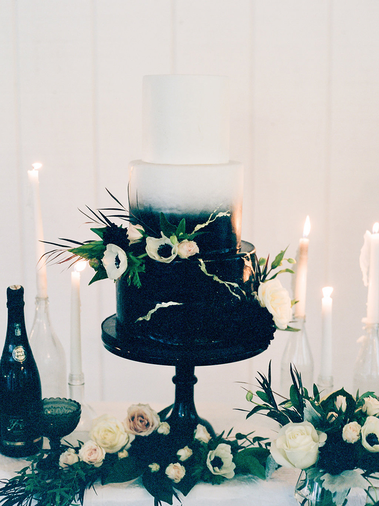 solar-eclipse-inspired-wedding-ideas-with-a-black-cake-62 (1)