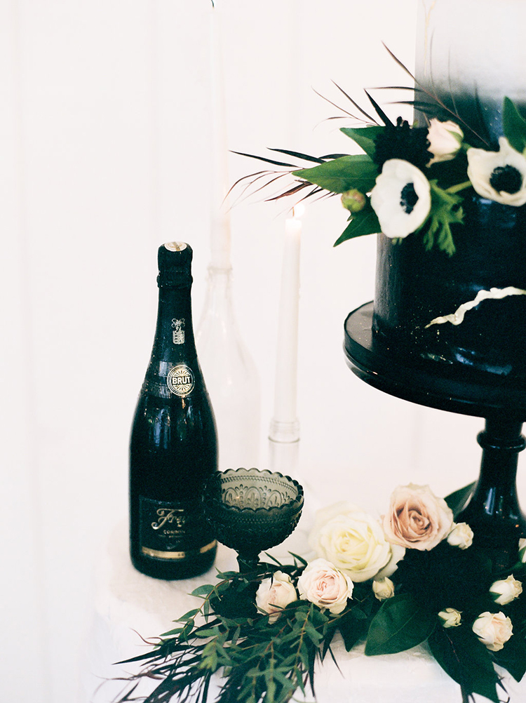 solar-eclipse-inspired-wedding-ideas-with-a-black-cake-63