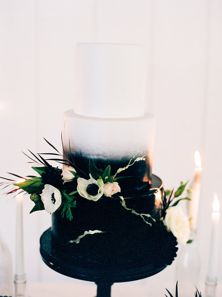 solar-eclipse-inspired-wedding-ideas-with-a-black-cake-71