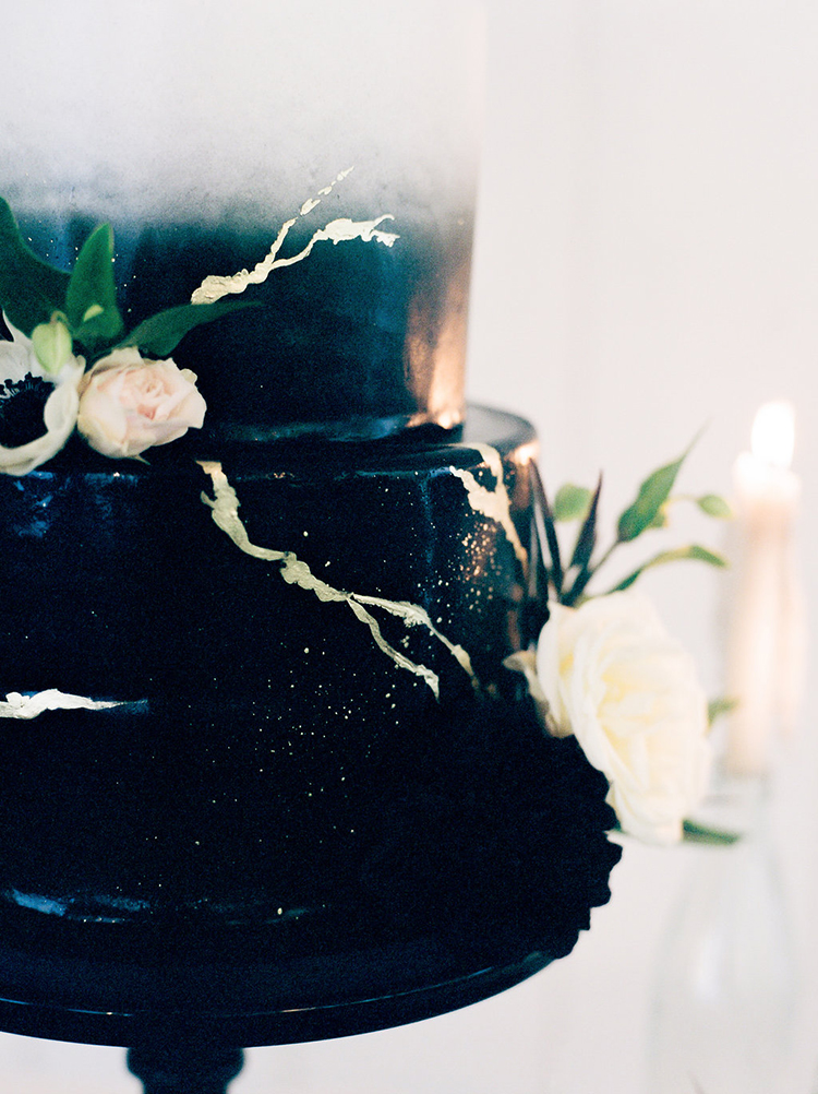 solar-eclipse-inspired-wedding-ideas-with-a-black-cake-72