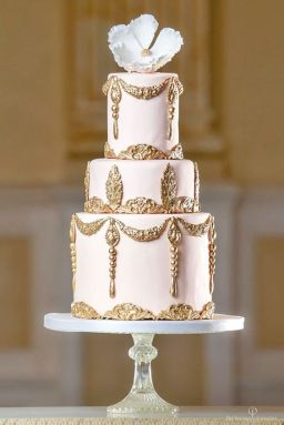 15 Beautiful Regal Wedding Cakes That Make you Go Wow