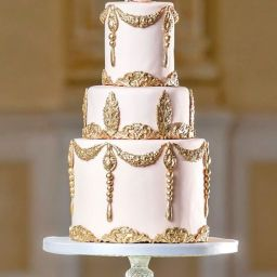 15 Beautiful Regal Wedding Cakes That Make you Go Wow