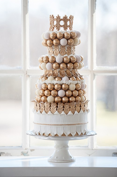 blogs-aisle-say-wedding-cake-with-cake-balls-and-crown