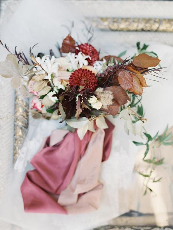 4-pink-red-white-fall-wedding-inspiration-1